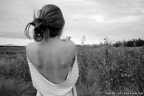 Фото девушка черно белое спиной на аву