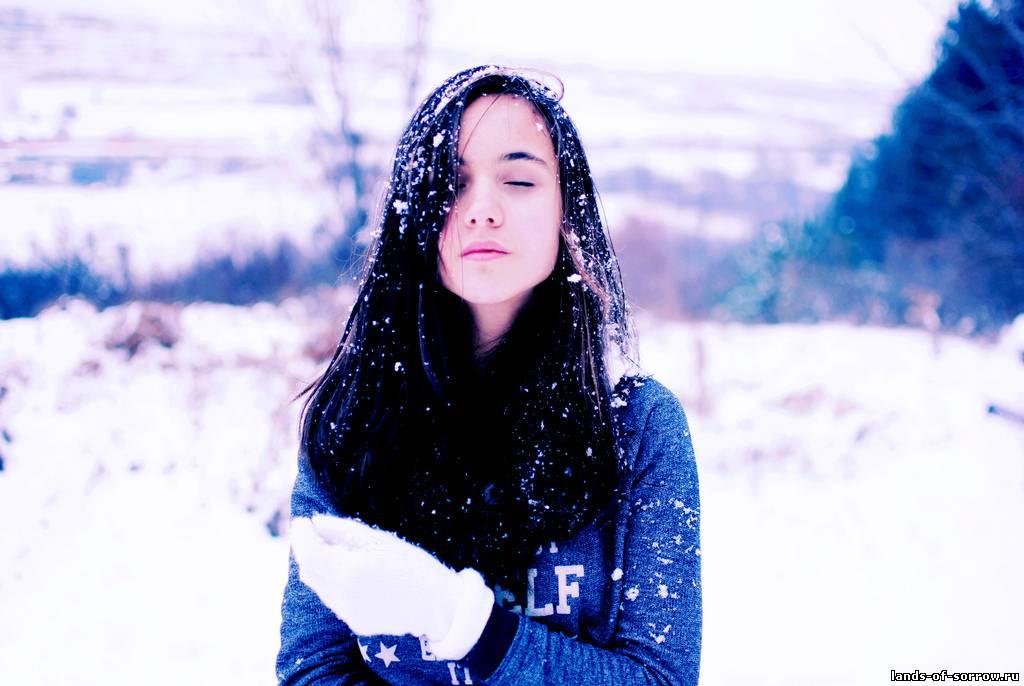 devushka-na-snegu-foto